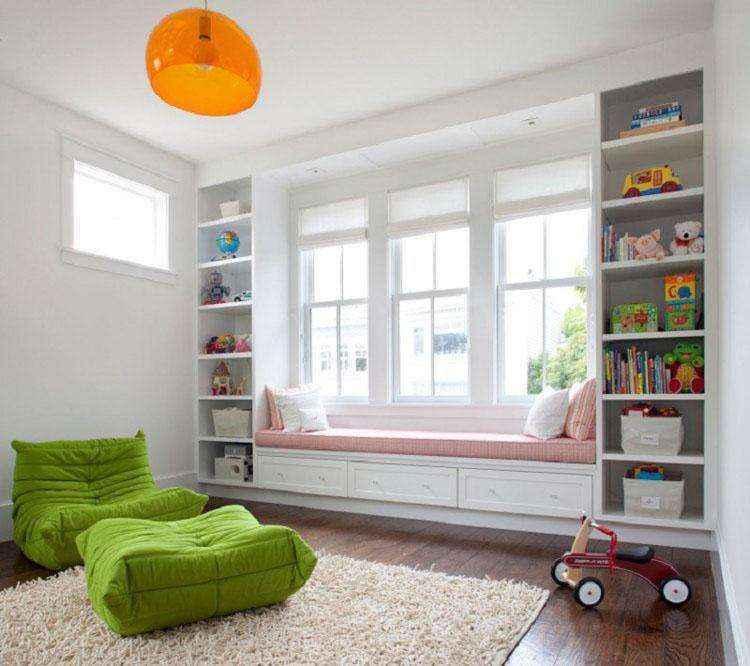 Экономим пространство: шкафы вокруг окна!