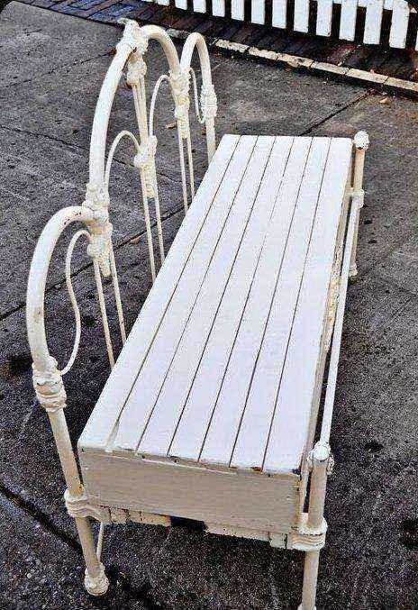 image1-7   Как использовать старую кровать на приусадебном участке и дома
