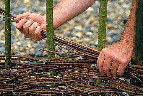 Картинки по запросу сделать плетень своими руками