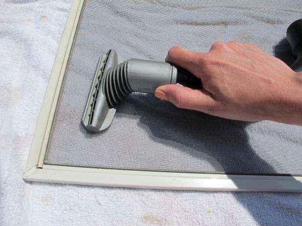 Как очистить москитные сетки