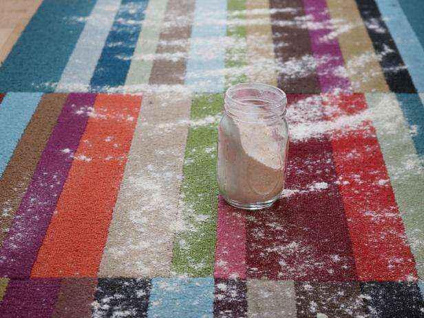Как сделать полностью натуральное сухое средство для чистки ковров