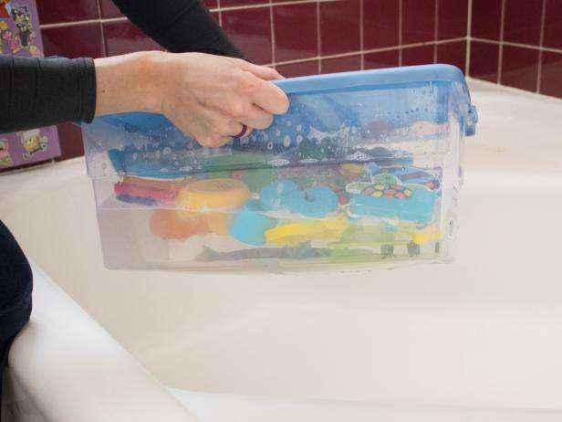 Легкий и натуральный способ чистки детских игрушек для купания