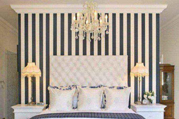 Используйте вертикальные полосы для удлинения стен и потолка