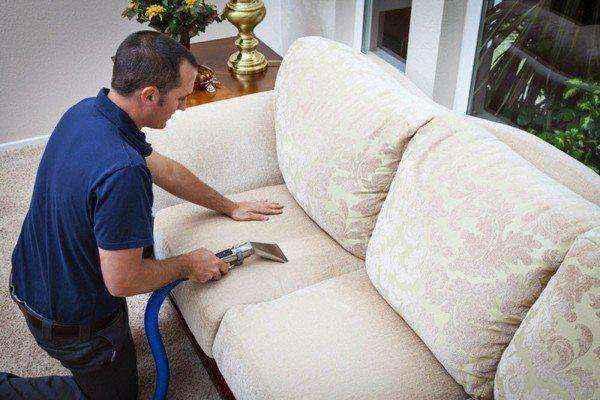 Как почистить мягкую мебель своими руками