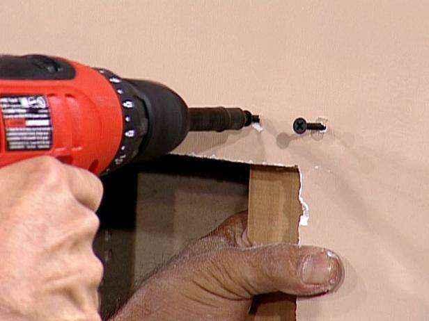 Как восстановить поврежденную стену из гипсокартона