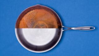 Как очистить пригоревшую сковороду или кастрюлю. Старый и простой способ