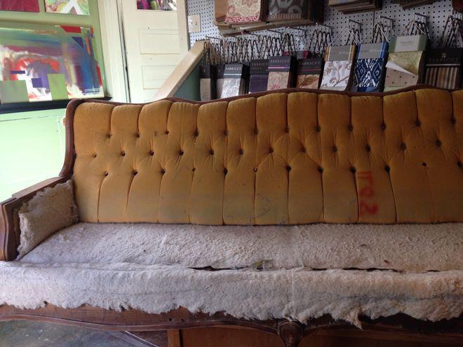 Идеи переделки старья: как превратить диван с помойки в совершенство