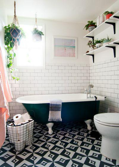 тёмно-зелёная ванна