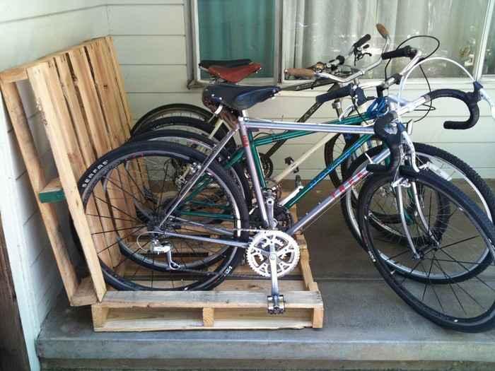 Как сделать стойку для велосипедов из поддонов 11 | Дока-Мастер