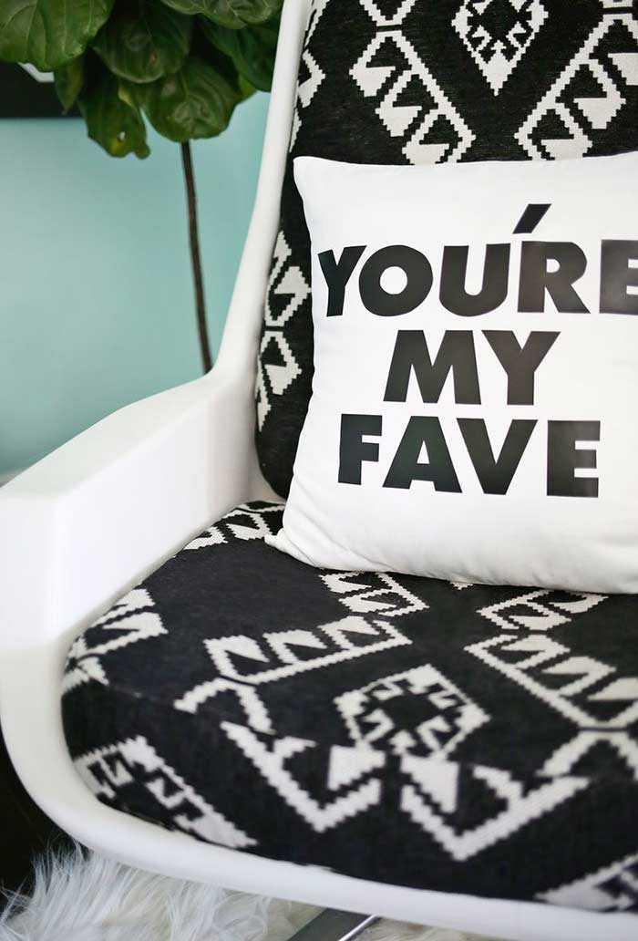 Забавные подушки для вашего дивана 13 | Дока-Мастер