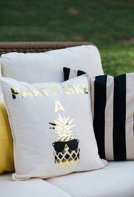 Забавные подушки для вашего дивана 20 | Дока-Мастер