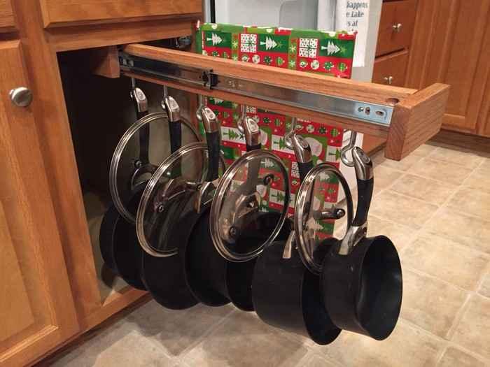 Как хранить сковороды с кастрюлями не занимая полезное пространство