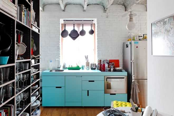 10 примеров крохотных кухонь