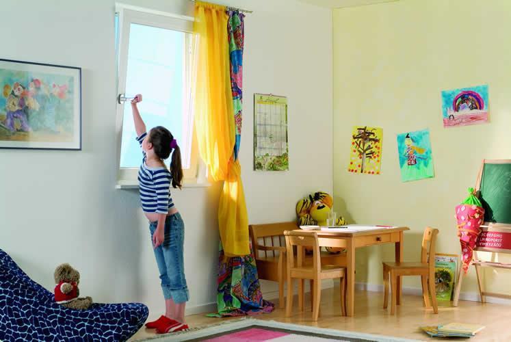 image1-27 | Как выбрать безопасное окно в детскую
