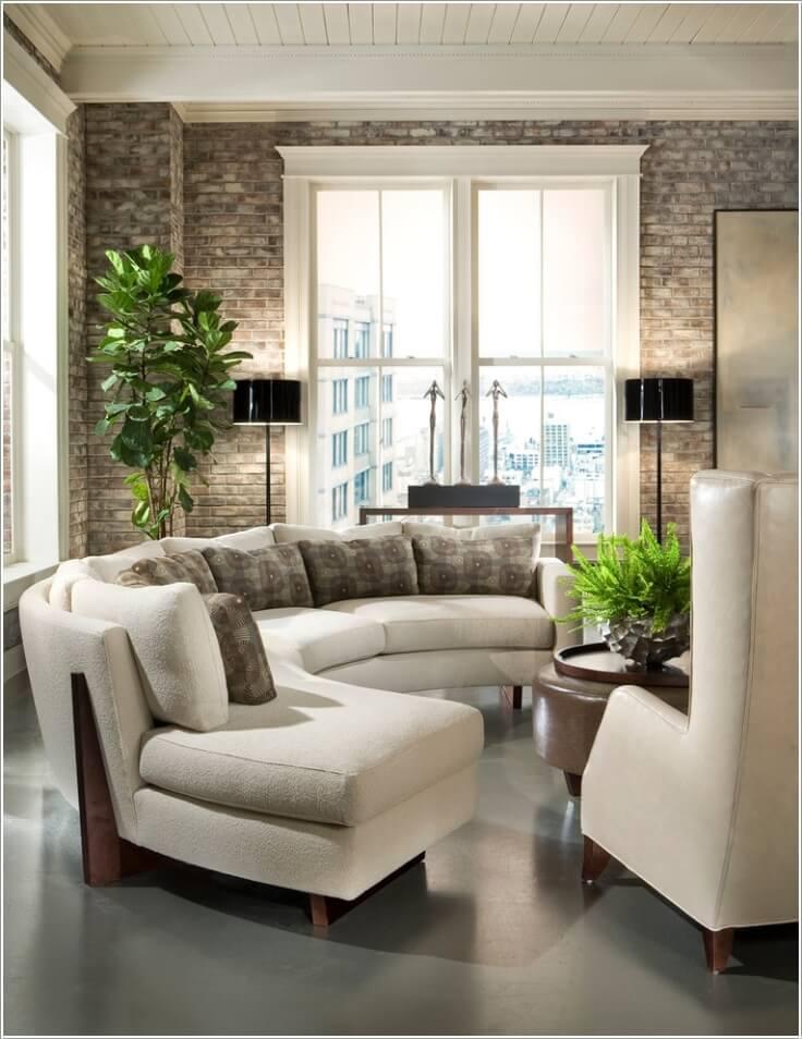 Как правильно обустроить гостиную с изогнутым диваном 10