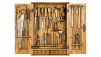 Шкафчик со столярным инструментом