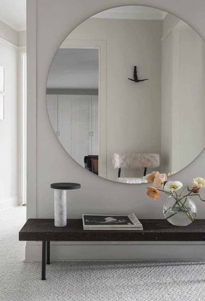 Круглое зеркало в интерьере, как использовать в декоре 02