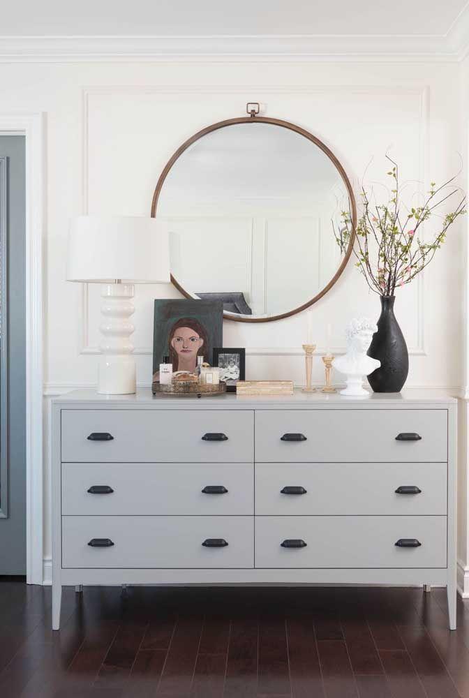Круглое зеркало в интерьере, как использовать в декоре 03